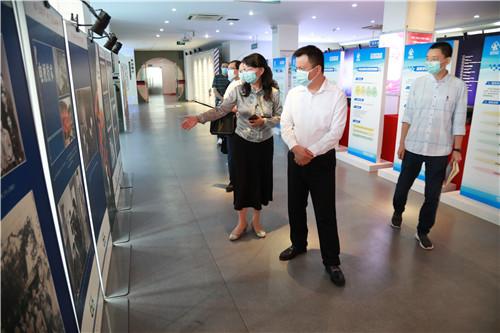 科技厅党组书记吴群刚调研四川省科学技术信息研究所